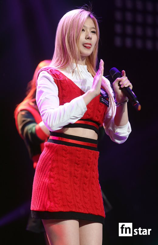 MBC標準FM「女性時代」に出演中のTWICEサナ